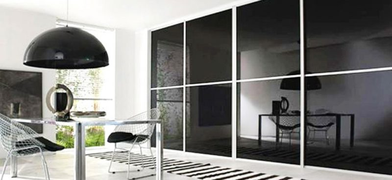 ארון הזזה שחור זכוכית