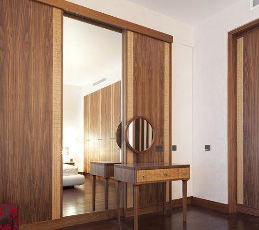 ארון בשילוב מראה עץ מלא