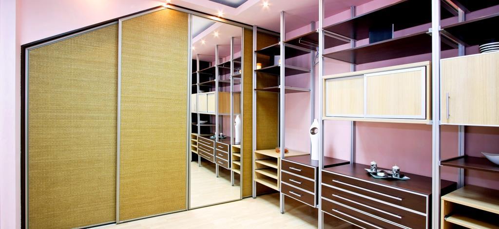 ארון הזזה עם דלתות הזזה משולב מראה